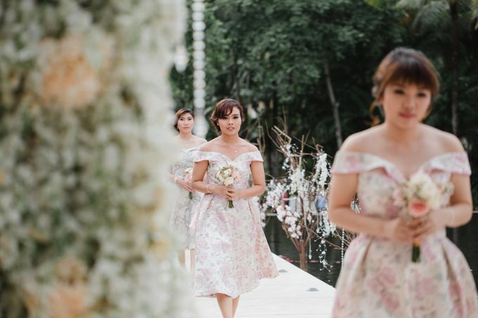 Simple and Modern Rococo style wedding at the Island of Gods by Priscilla Myrna - 021