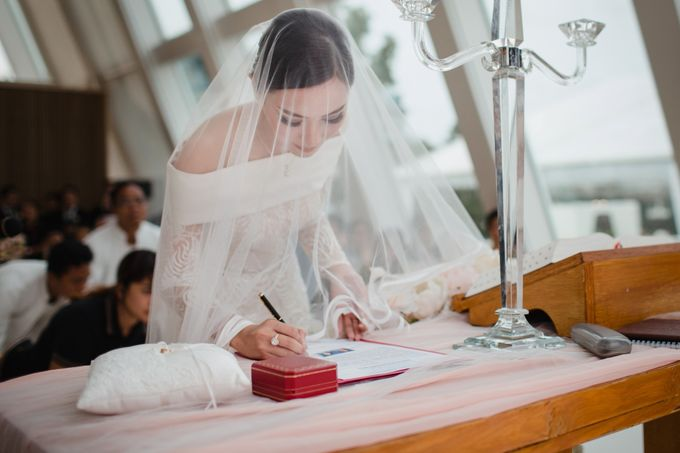 Simple and Modern Rococo style wedding at the Island of Gods by Priscilla Myrna - 027