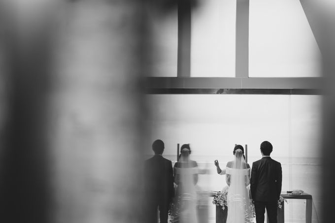 Simple and Modern Rococo style wedding at the Island of Gods by Maxtu Photography - 036