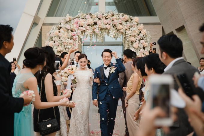 Simple and Modern Rococo style wedding at the Island of Gods by Maxtu Photography - 037