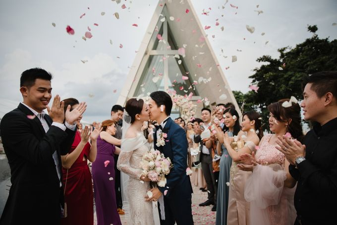 Simple and Modern Rococo style wedding at the Island of Gods by Maxtu Photography - 038