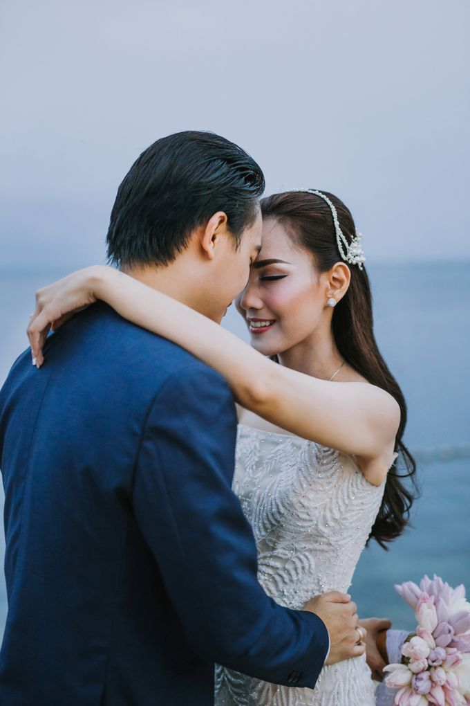 Simple and Modern Rococo style wedding at the Island of Gods by Maxtu Photography - 042
