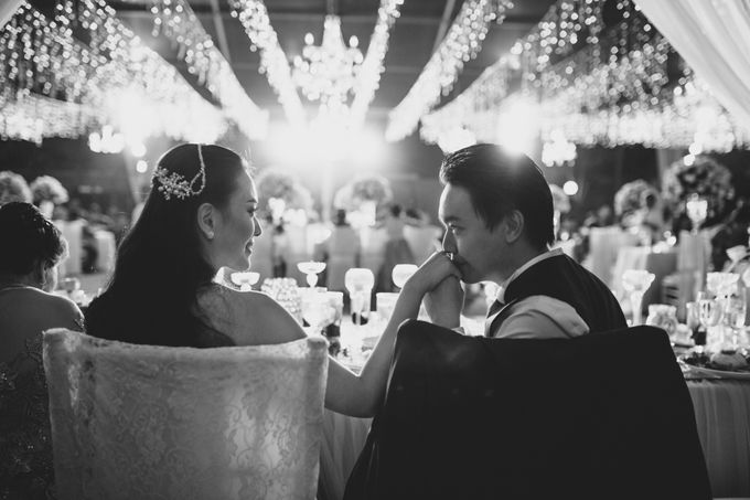 Simple and Modern Rococo style wedding at the Island of Gods by Maxtu Photography - 047