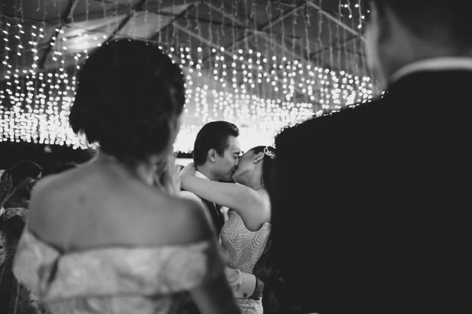 Simple and Modern Rococo style wedding at the Island of Gods by Maxtu Photography - 045