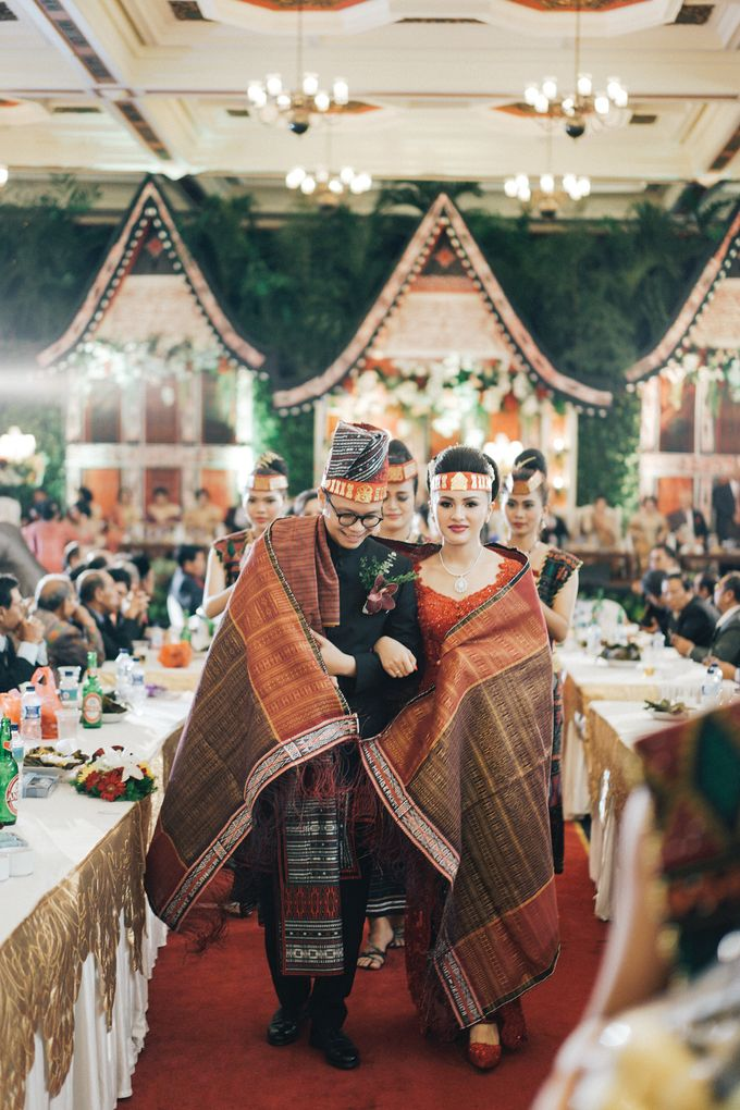 Togi & Jesicca - Holy Matrimony & Batak Ceremony by JAYSU Weddings by Jacky Suharto - 050