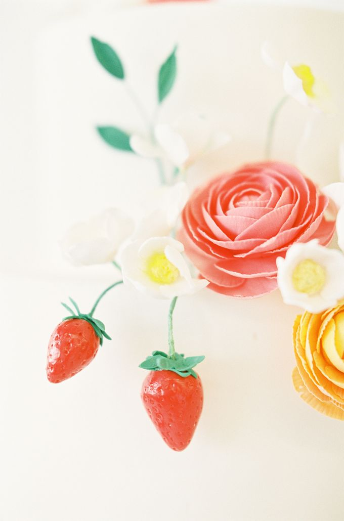 Colorful and Romantic Wedding Cake Inspiration by Jen Huang Photo - 031