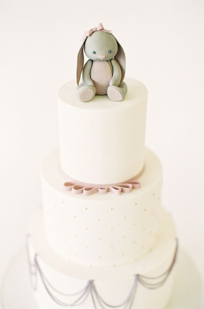 Colorful and Romantic Wedding Cake Inspiration by Jen Huang Photo - 035