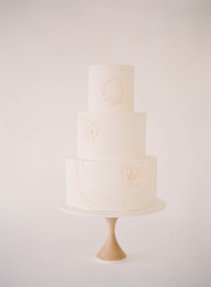 Colorful and Romantic Wedding Cake Inspiration by Jen Huang Photo - 010