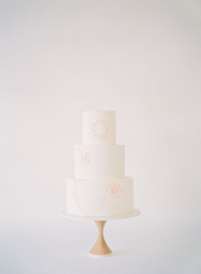 Colorful and Romantic Wedding Cake Inspiration by Jen Huang Photo - 020