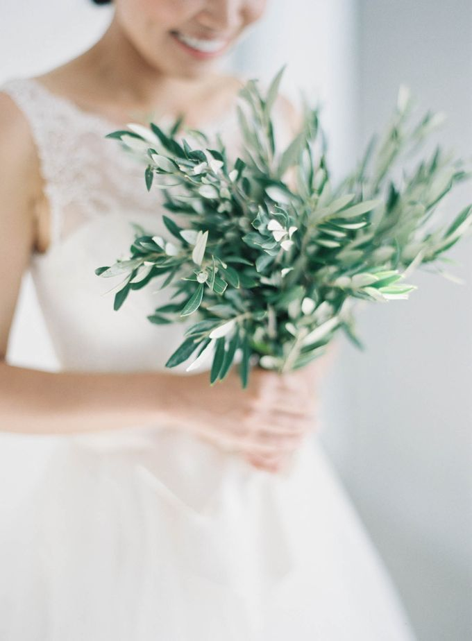 Classic and Beautiful Olive Green and Sea Blue Wedding in Santorini, Greece by Jen Huang Photo - 014