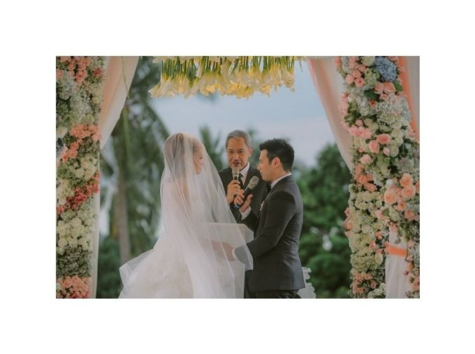 John Prats and Isabel Oli by Salt and Bleach | Bridestory com
