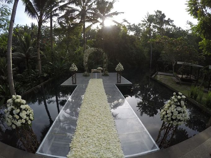 kayumanis ubud-wedding ceremony-water wedding by Kayumanis Private Villa and Spa - 006