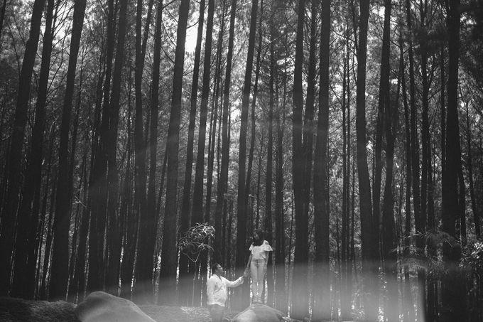 Selvy & Hanito Prewedding Shoot by Kenang Design - 002
