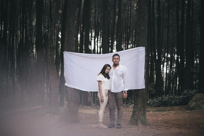 Selvy & Hanito Prewedding Shoot by Kenang Design - 011