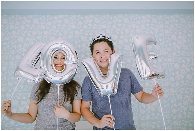 Crowns and balloons  Kraig and Queenie by Shutterfairy Photo - 001