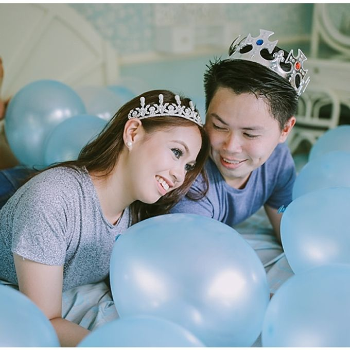Crowns and balloons  Kraig and Queenie by Shutterfairy Photo - 003