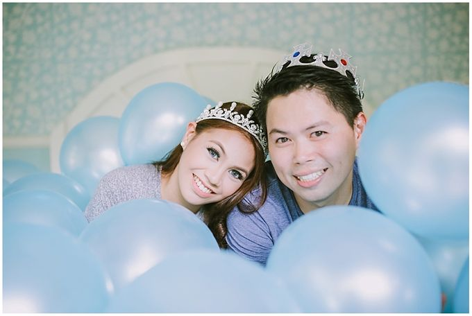 Crowns and balloons  Kraig and Queenie by Shutterfairy Photo - 006