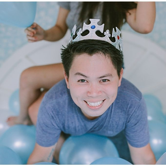 Crowns and balloons  Kraig and Queenie by Shutterfairy Photo - 015