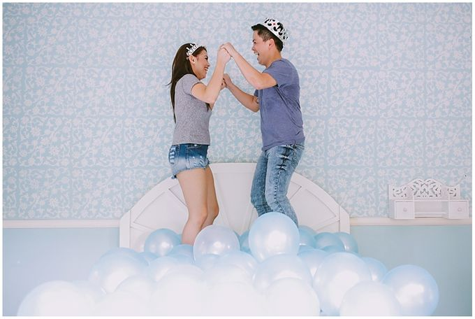 Crowns and balloons  Kraig and Queenie by Shutterfairy Photo - 018
