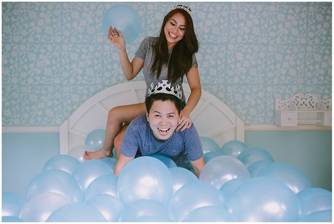 Crowns and balloons  Kraig and Queenie by Shutterfairy Photo - 022