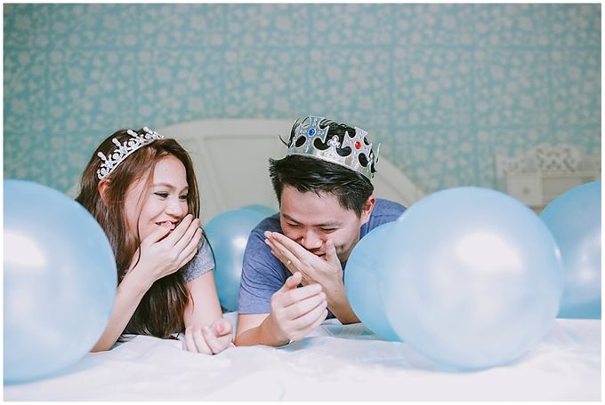 Crowns and balloons  Kraig and Queenie by Shutterfairy Photo - 024