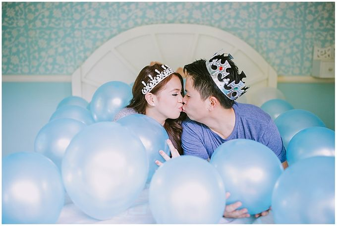 Crowns and balloons  Kraig and Queenie by Shutterfairy Photo - 032