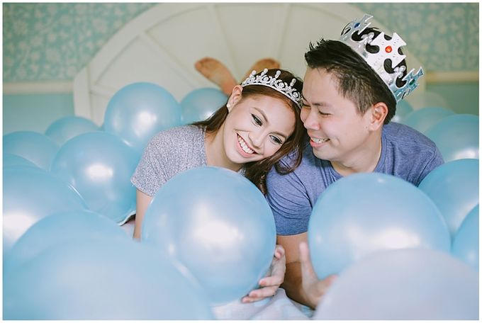 Crowns and balloons  Kraig and Queenie by Shutterfairy Photo - 034