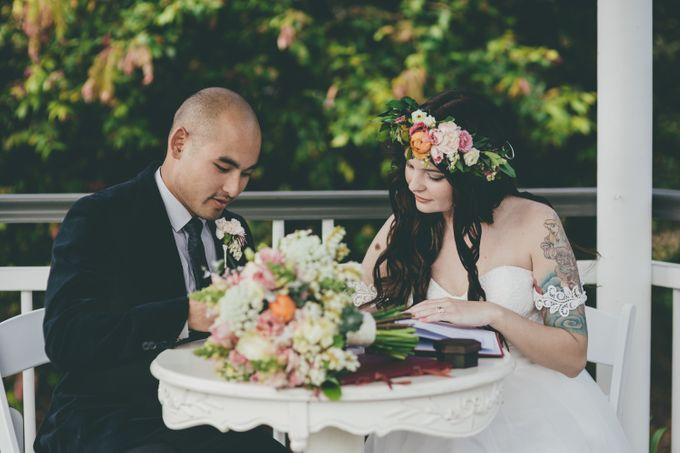Our amazing garden elopement. by Ginger Lily & Rose Floral Studio - 004