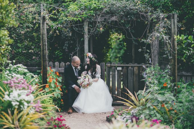 Our amazing garden elopement. by Ginger Lily & Rose Floral Studio - 006