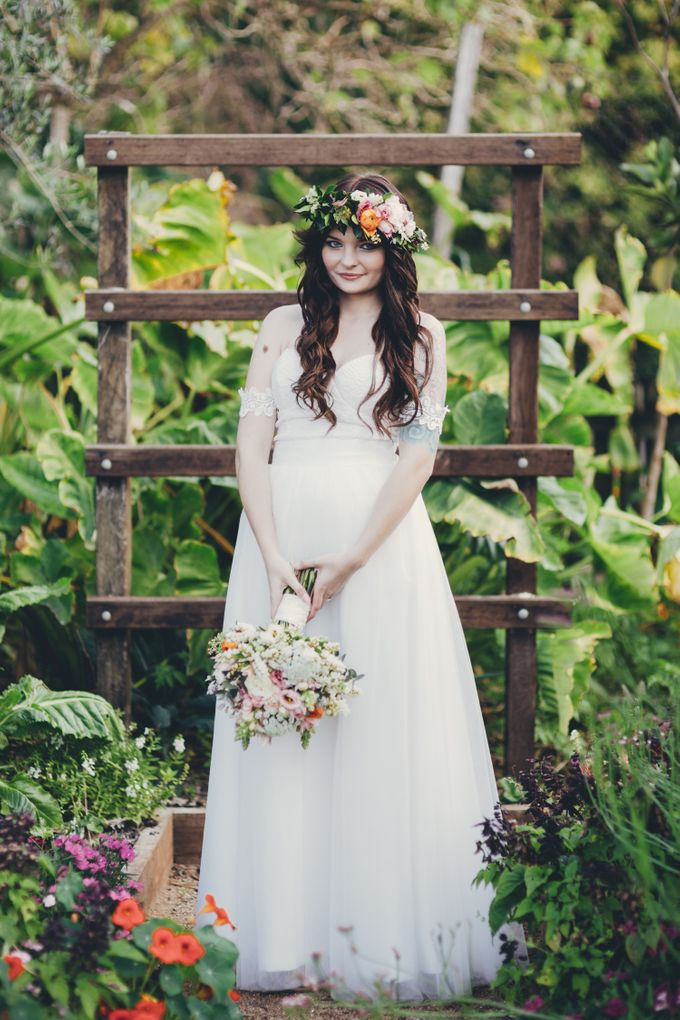 Our amazing garden elopement. by Ginger Lily & Rose Floral Studio - 007