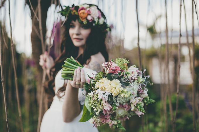 Our amazing garden elopement. by Ginger Lily & Rose Floral Studio - 012