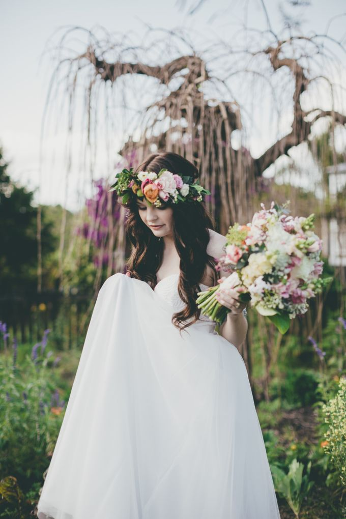 Our amazing garden elopement. by Ginger Lily & Rose Floral Studio - 010