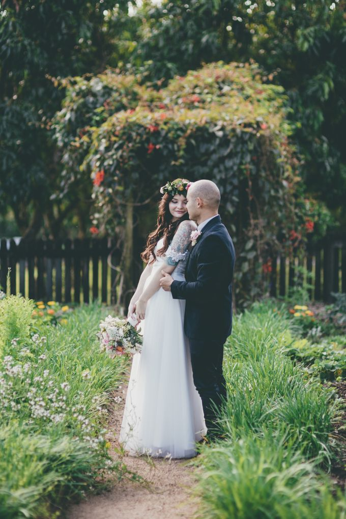 Our amazing garden elopement. by Ginger Lily & Rose Floral Studio - 019