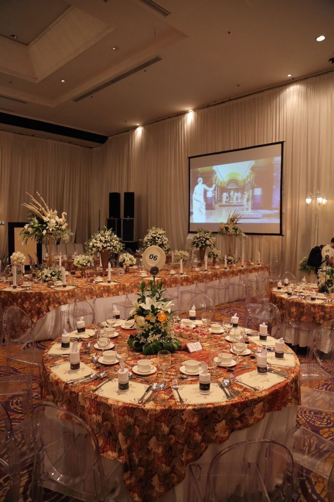 The wedding of ryan and ade by grand orchid decoration add to board the wedding of ryan and ade by shangri la hotel surabaya 022 junglespirit Images