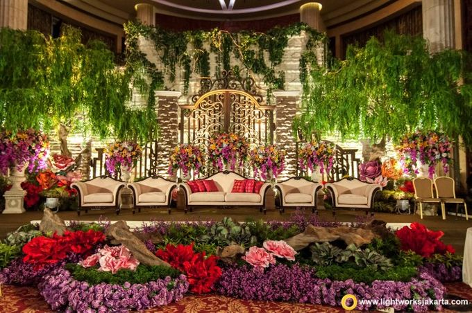 Wedding at bali room hotel indonesia kempinski jakarta by hotel add to board wedding at bali room hotel indonesia kempinski jakarta by lotus design 005 junglespirit Gallery