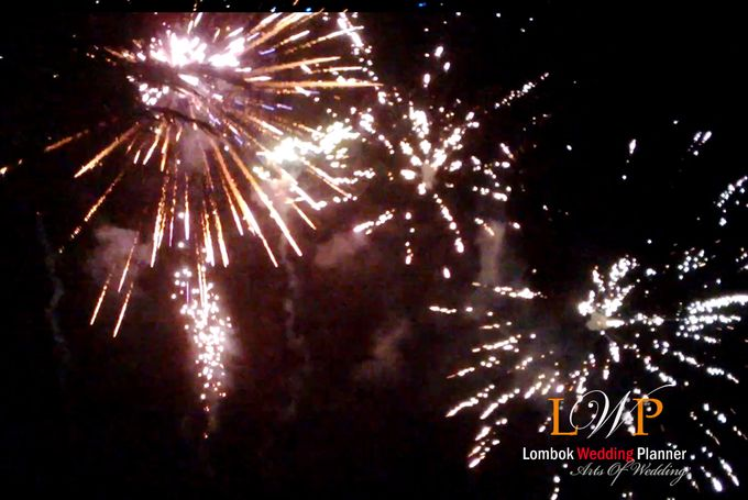 Firework In Lombok by lombok wedding planner - 004