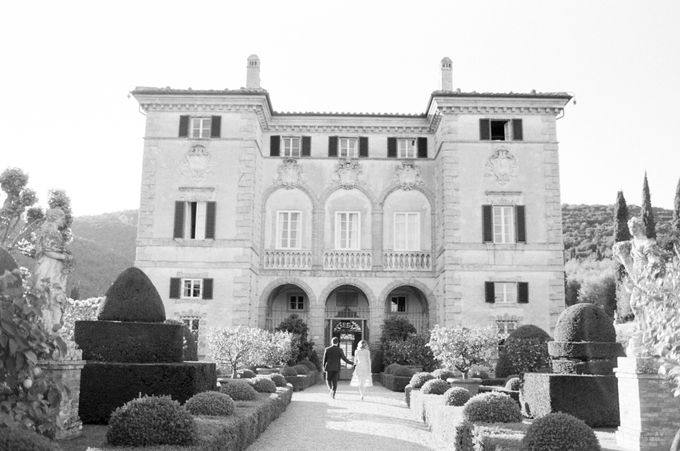 Srping Villa Cetinale Engagement Shoot by Jen Huang Photo - 012