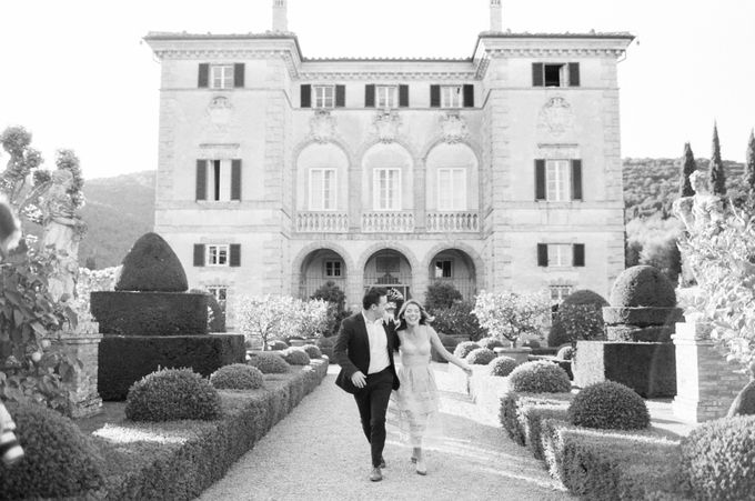 Srping Villa Cetinale Engagement Shoot by Jen Huang Photo - 013