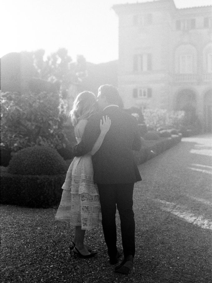 Srping Villa Cetinale Engagement Shoot by Jen Huang Photo - 015