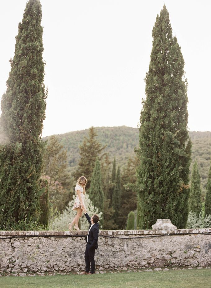 Srping Villa Cetinale Engagement Shoot by Jen Huang Photo - 030