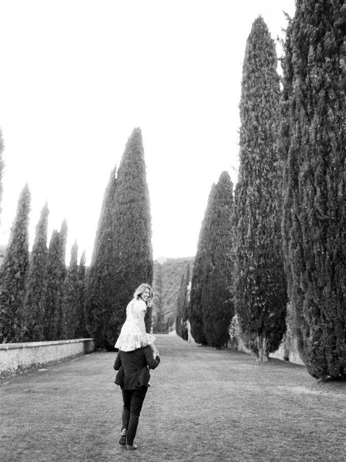 Srping Villa Cetinale Engagement Shoot by Jen Huang Photo - 034