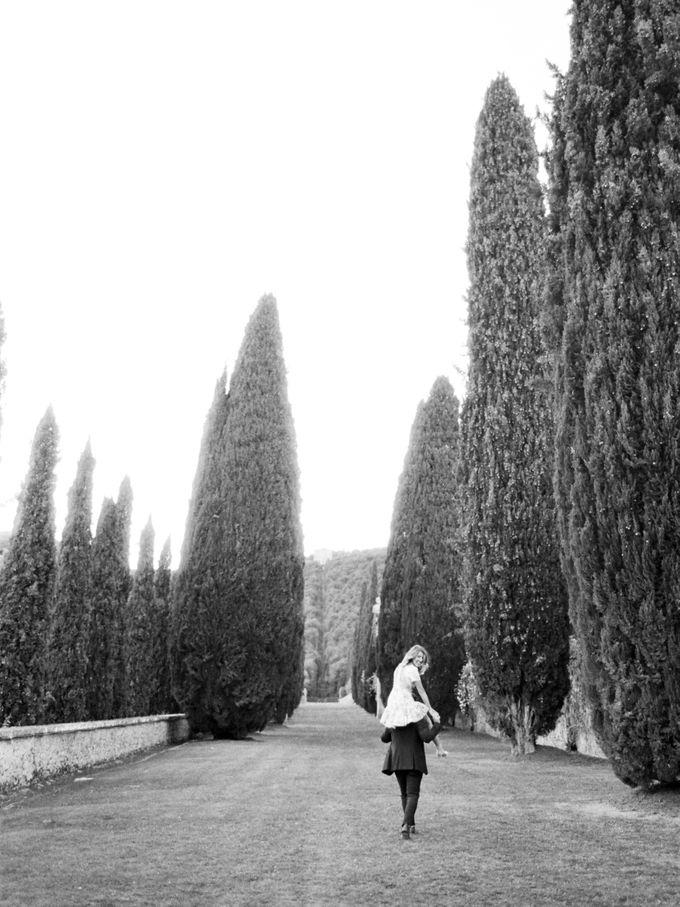 Srping Villa Cetinale Engagement Shoot by Jen Huang Photo - 035