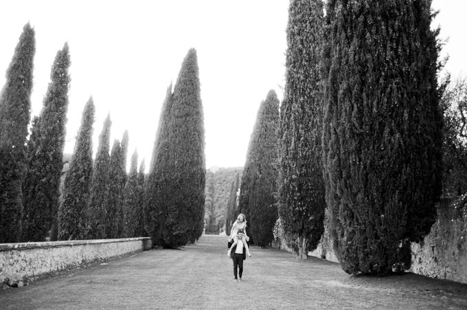 Srping Villa Cetinale Engagement Shoot by Jen Huang Photo - 036