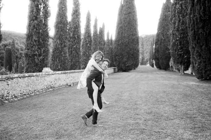 Srping Villa Cetinale Engagement Shoot by Jen Huang Photo - 037