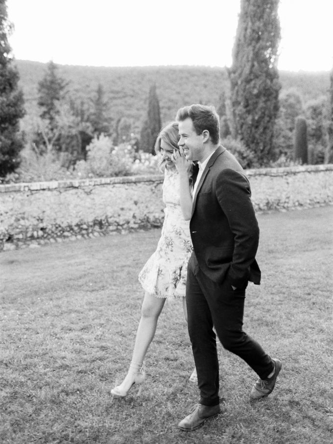Srping Villa Cetinale Engagement Shoot by Jen Huang Photo - 040