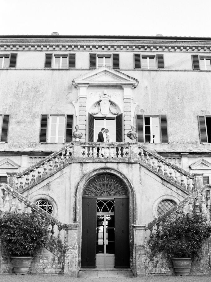 Srping Villa Cetinale Engagement Shoot by Jen Huang Photo - 043