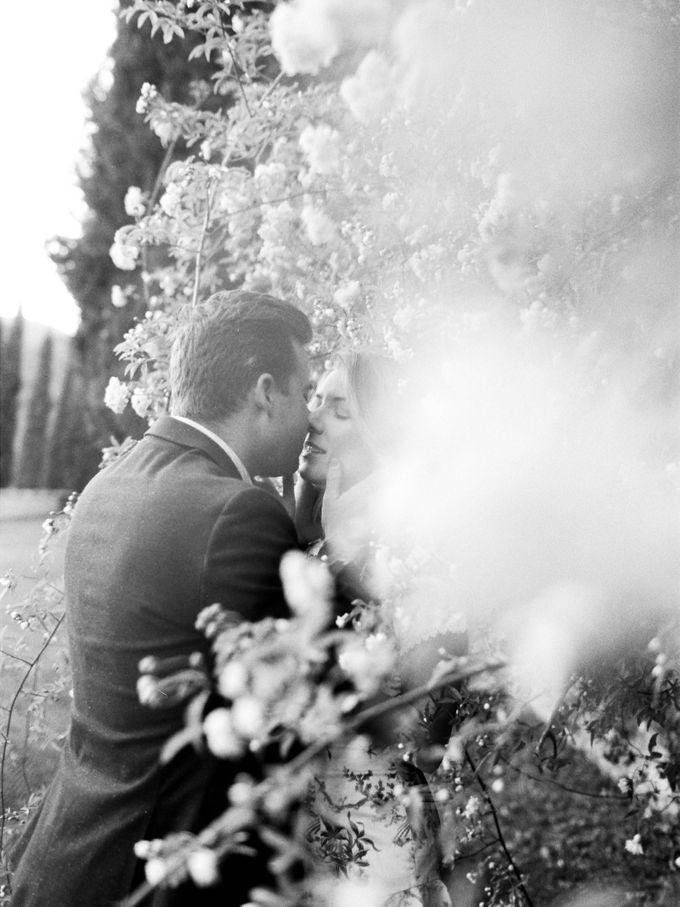 Srping Villa Cetinale Engagement Shoot by Jen Huang Photo - 045
