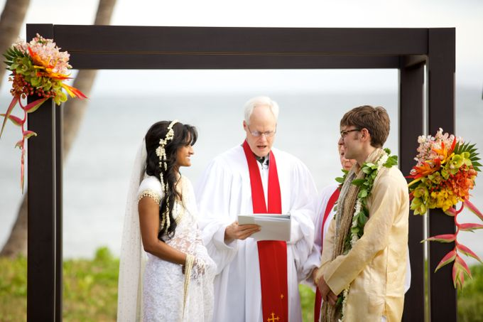 Colorful and Cultural Maui Wedding by Anna KIm Photography - 017