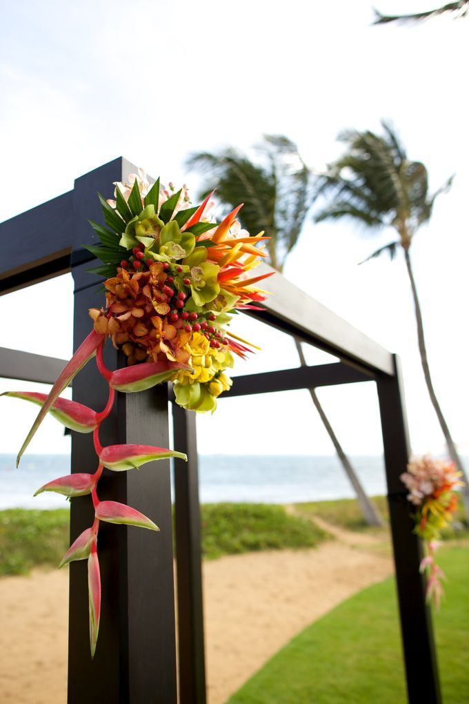 Colorful and Cultural Maui Wedding by Anna KIm Photography - 003