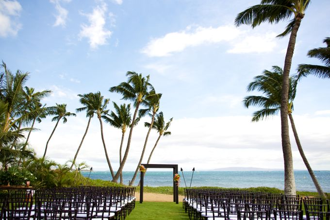 Colorful and Cultural Maui Wedding by Anna KIm Photography - 004